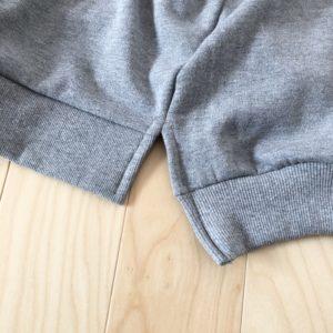 パーカーの裾のスリット