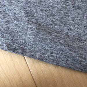 ボリューム袖のカットソーの裾